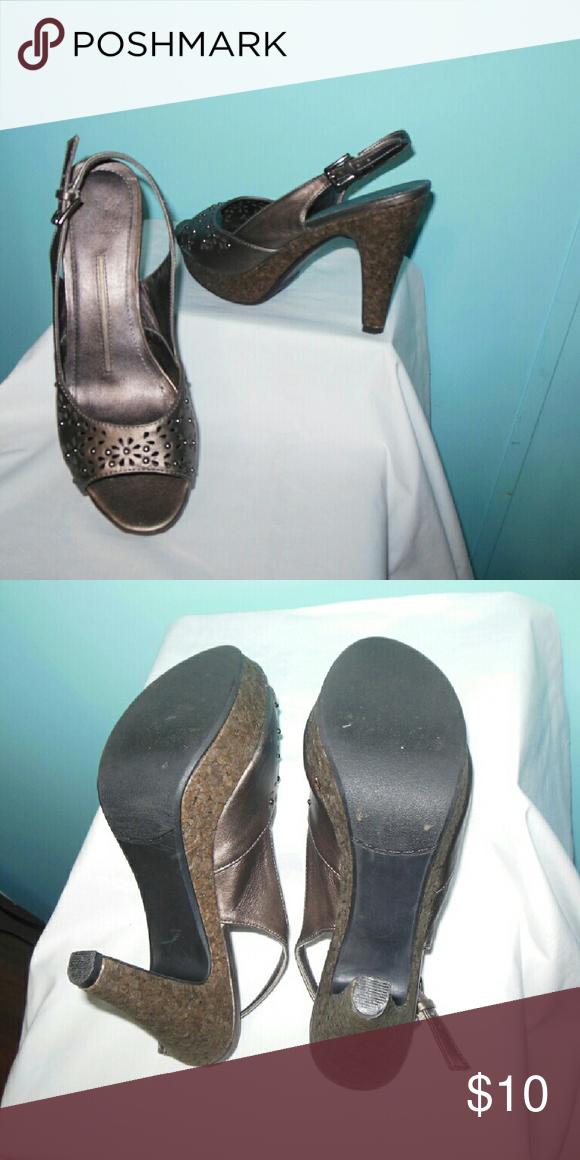 New Directions Bronze Heel Beautiful bronze color in a sling back style, 4 3/4 heel, worn very little. New Directions Shoes Heels