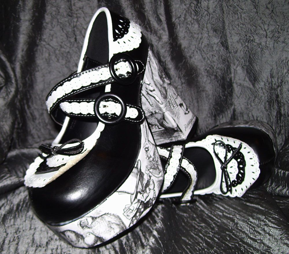 Alice in Wonderland shoes!
