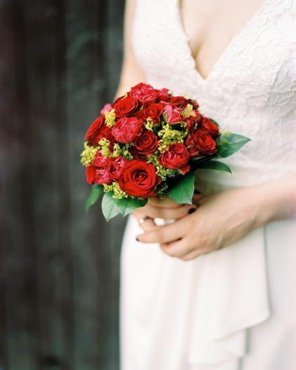 Hochzeitsbilder Dresden Brautstrauss Klassisch Analog Roterosen Red Hochzeitsfotografdresden Inspiration Heira Hochzeit Bilder Hochzeitsbilder Hochzeit