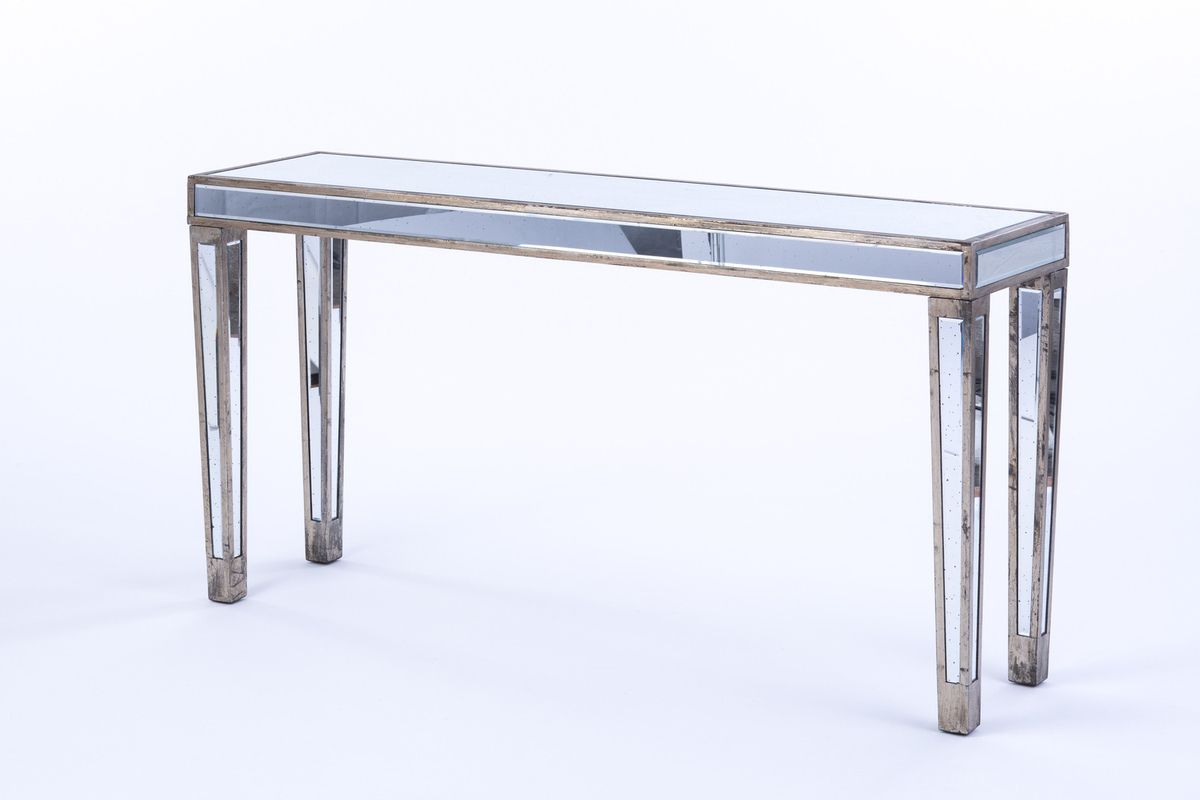Rent our eye-catching Mirrored Furniture for your next event in Wine Country, Napa, Sonoma, or Northern California and make your event unforgettable!
