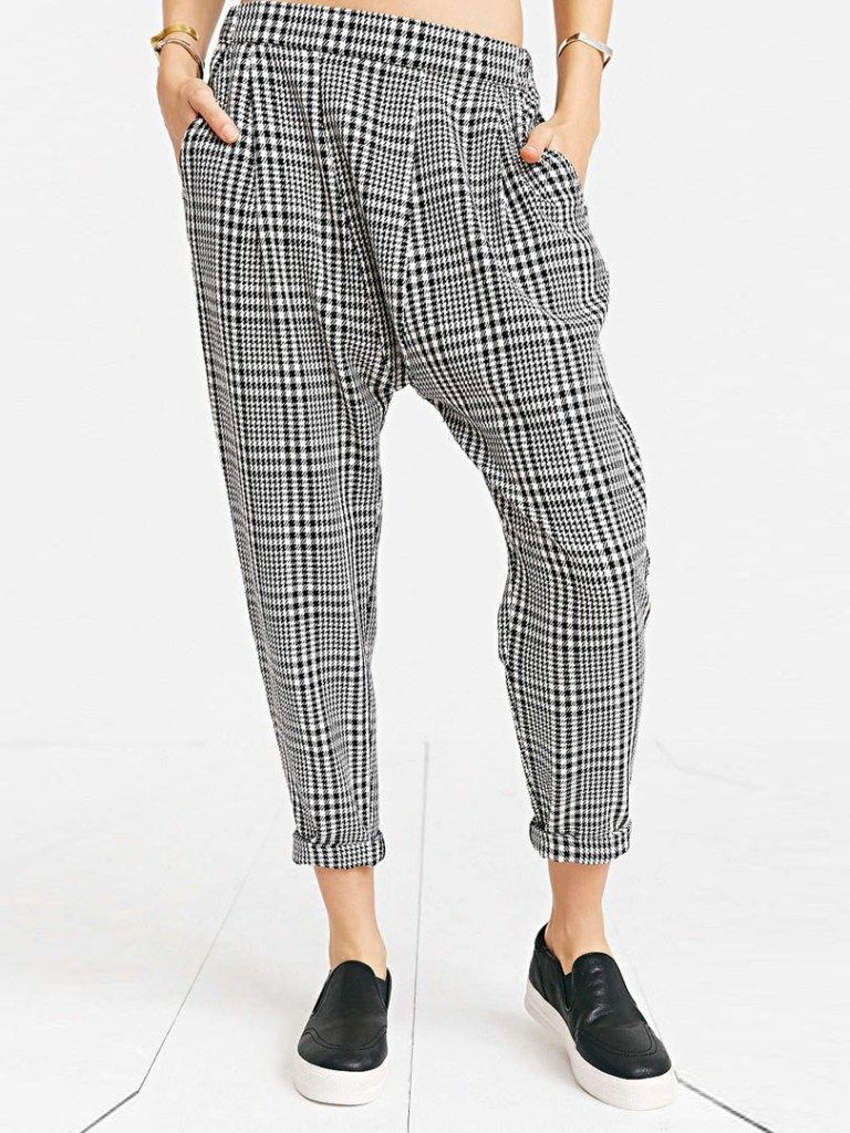 Monochrome black and white clothes are back in fashion with strong bold stripes, geometric patterns and asymetrical cuts. You cannot go wrong with black and teamed with white you have the ultimate …