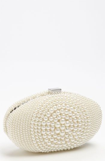www.weddbook.com everything about wedding ♥  Gorgeous Pearly Wedding clutch #wedding #pearl #clutch #fashion