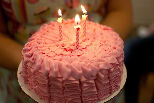 Resultado de imagem para bolo rosa tumblr