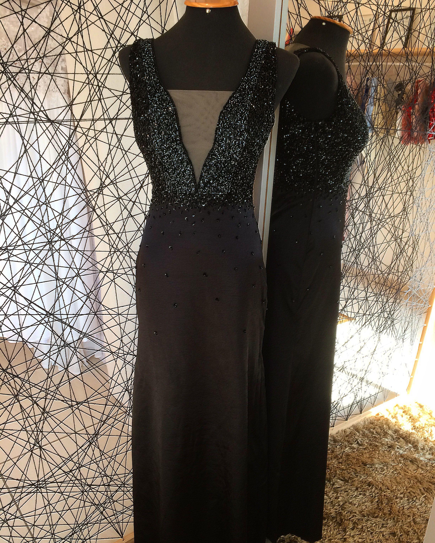 215536781 Vestido longo preto todo bordado em pedraria. | Carlina Brugnera ...
