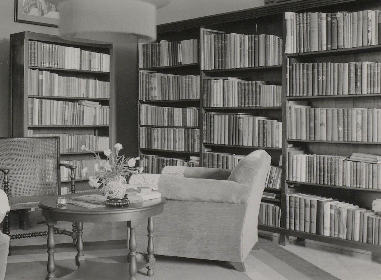 Het interieur van een woning. Het koloniale leven tussen 1920-1940 ...