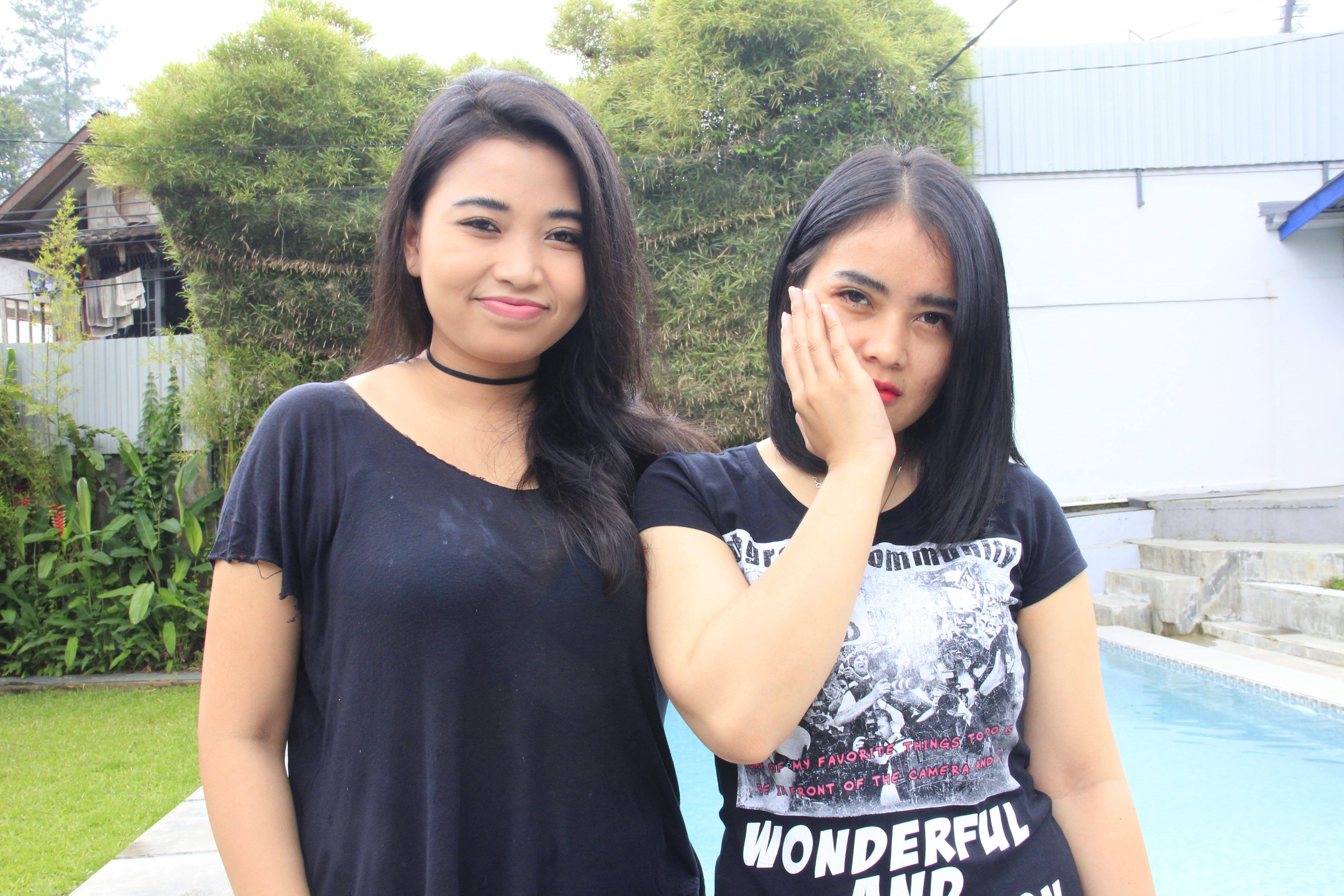 Dua duanya wanita di Male Indonesia.
