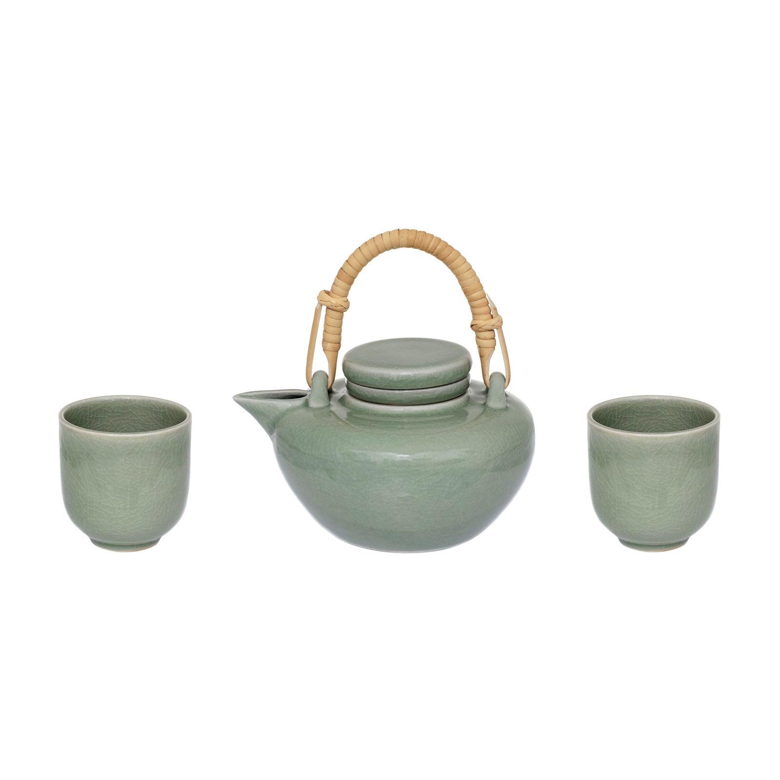 Mit den unzähligen Teevariationen, die es gibt, haben Sie auch unzählige Möglichkeiten des Genusses. Ob beruhigend, belebend oder erfrischend, die vielen verschiedenen Teesorten bieten Ihnen ein unglaubliches Spektrum.  Doch wer wirkliches Aroma genießen möchte, wird keinesfalls auf normale Teebeutel zurückgreifen; er wird Tee immer frisch aufbrühen, um so den vollen Geschmack genießen zu können. Für echte Genießer ist auch dieses Teeservice aus Steingut.