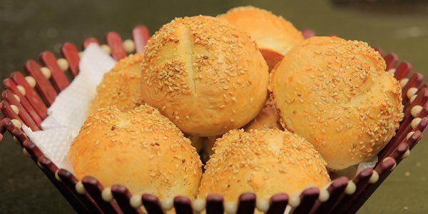 Cbc Sofra طريقة تحضير عيش بيتي بان و كيزر الشيف شربيني Recipe Food Breakfast Bread