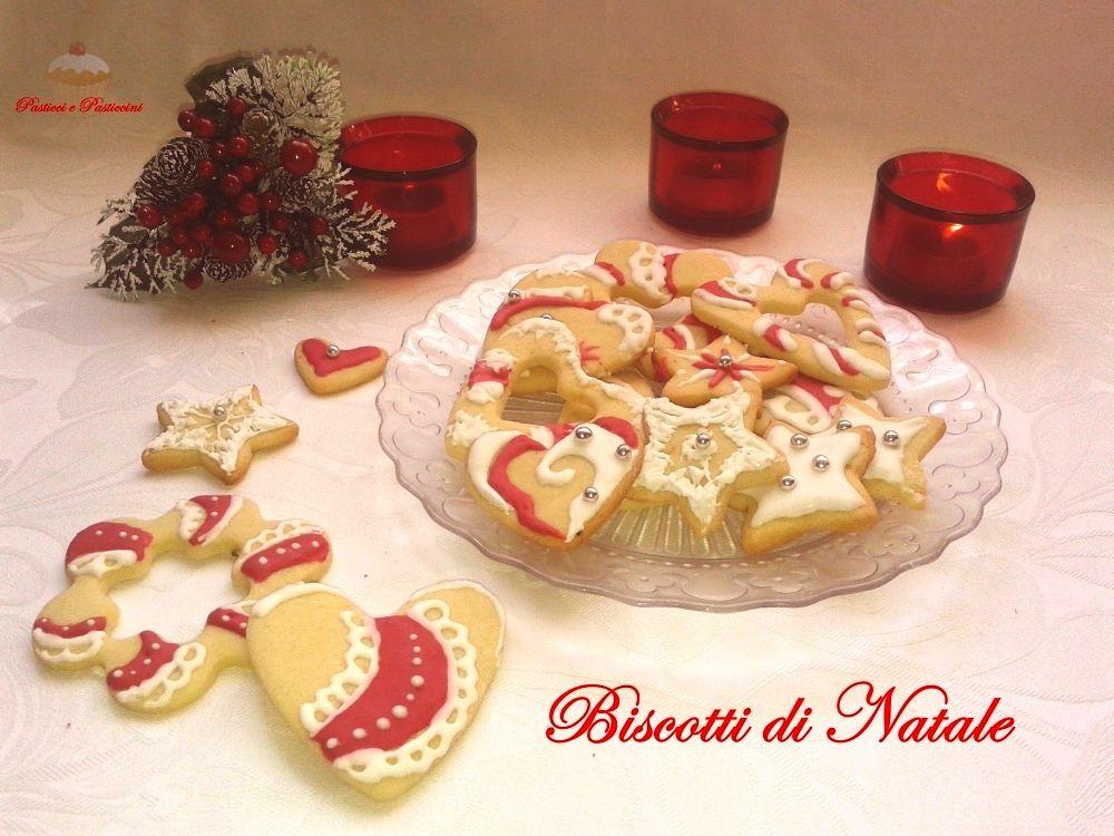 Biscotti Classici Di Natale.Biscotti Di Natale Decorati Con Ghiaccia Reale Dolci