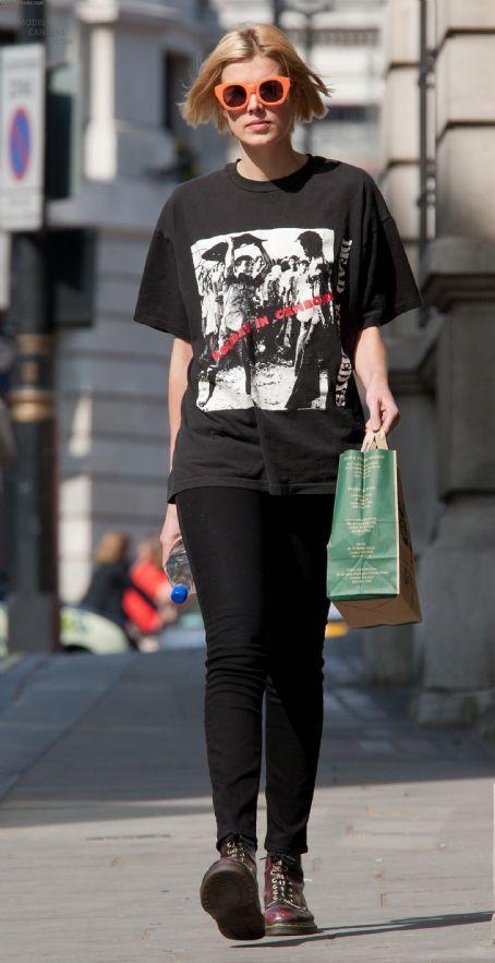 Agyness Deyn Style - Fashion Pictures of Agyness Deyn - Elle 30
