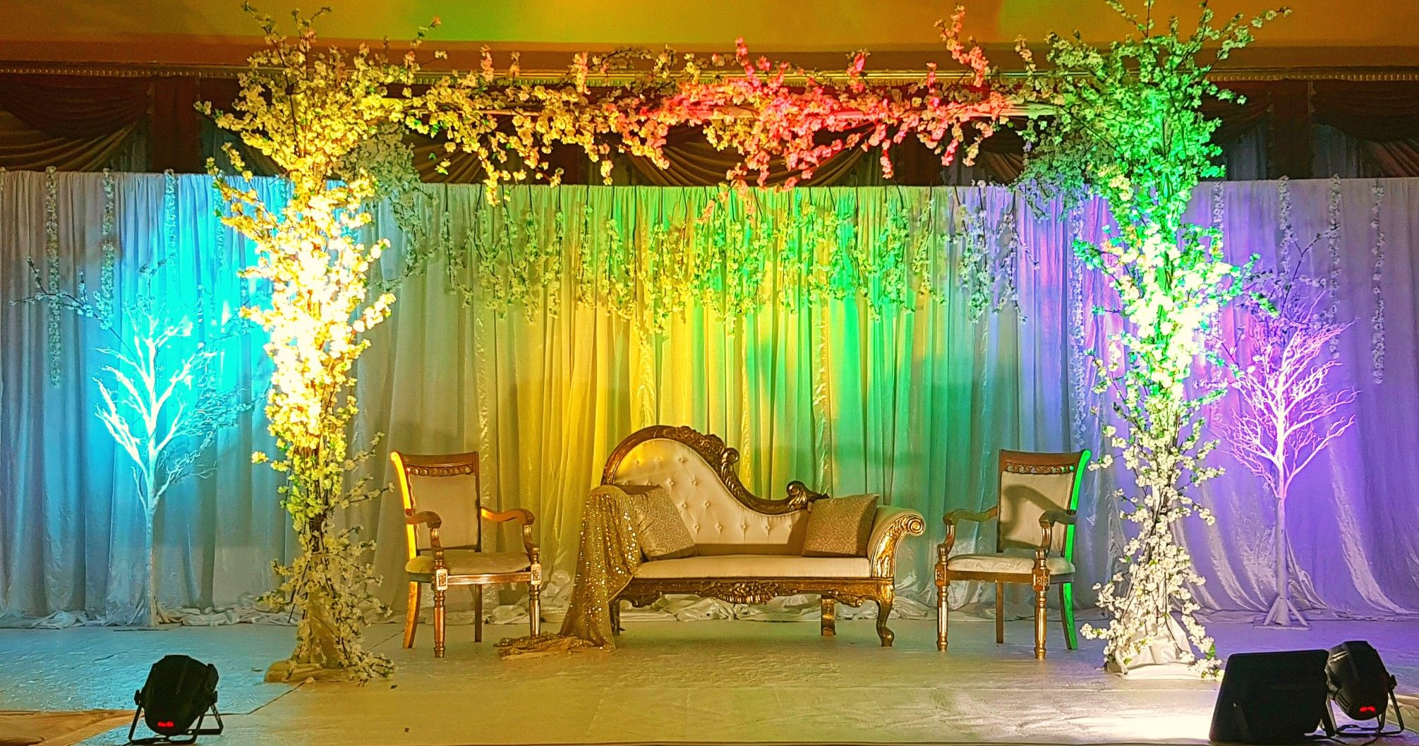 Mehndi Stage Background : Wedding stage kosha backdrop decoration