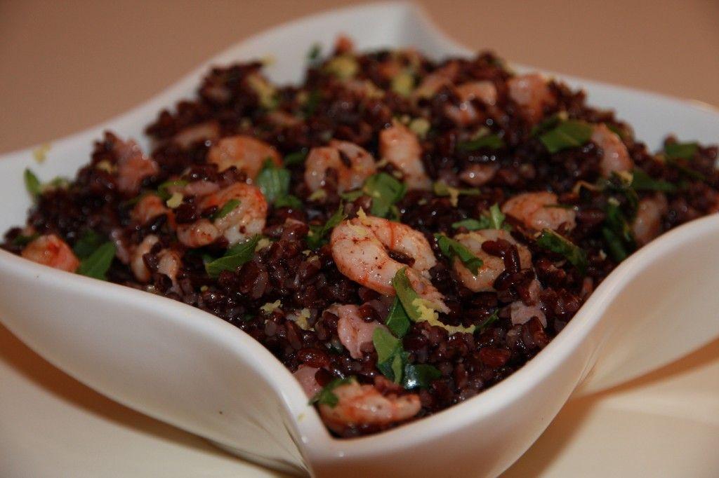 Riso venere con gamberetti salmone affumicato e rucola for Cucinare riso venere