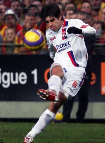 futbol juninho pernambucano brilliant free kicks lyon frança