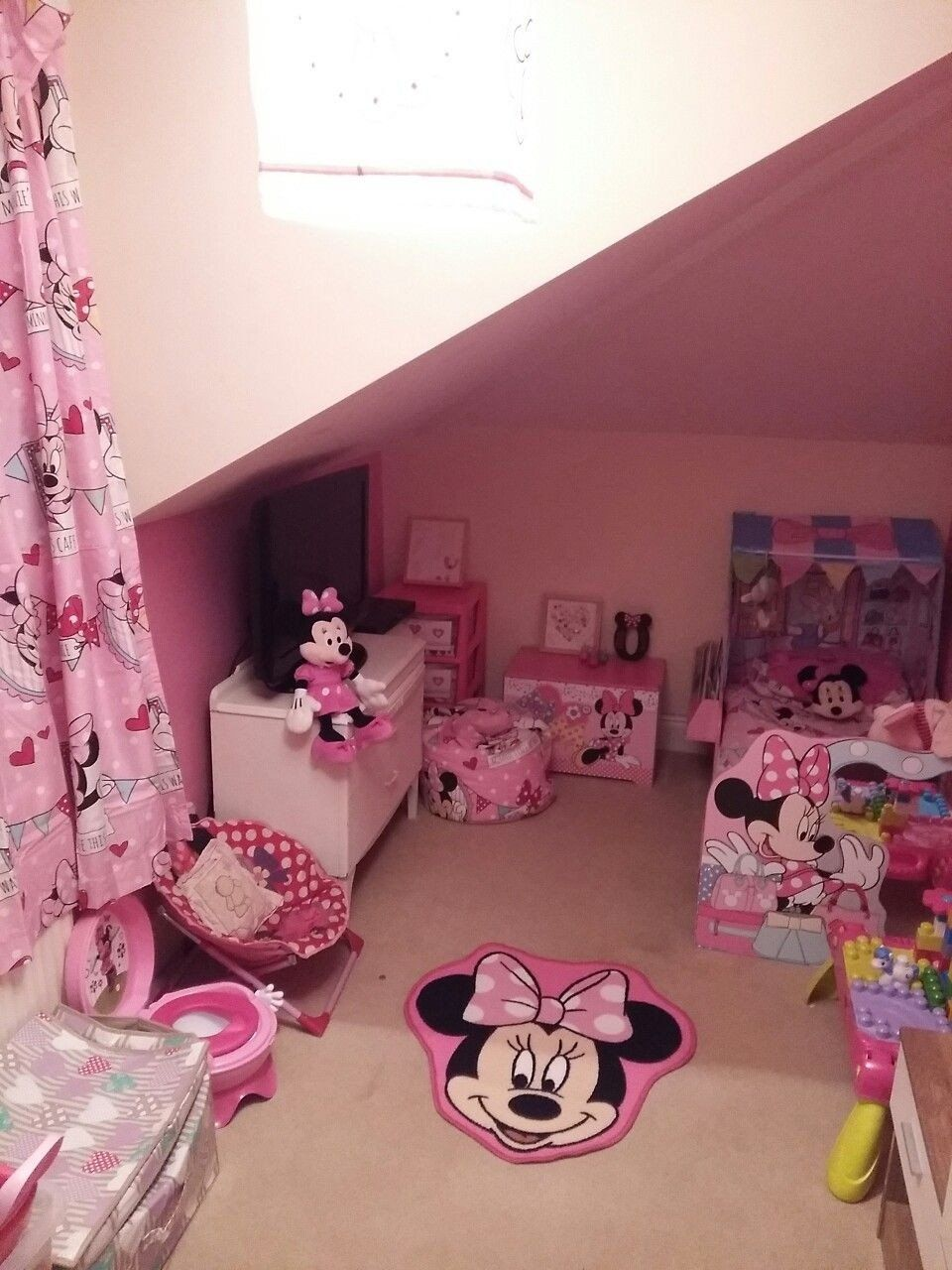 15 Minnie Mouse Bedroom Decor en 15  Interieur maison design