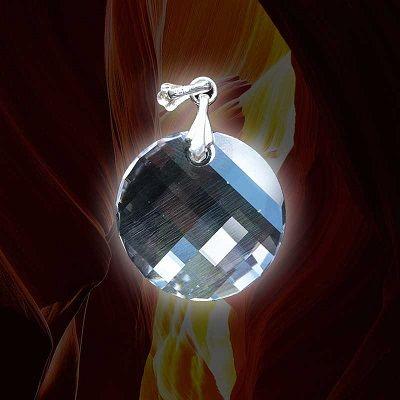 Atlantischer Energiekristall Einssein erleichtert den Zugang zum Einheitsbewusstsein und die Verbindung zur göttlichen Quelle. Die in diesem in sich gedrehten Kristall gespeicherten Energien wirken auf: die Aktivierung der Kundalini und der Epiphyse fördern die Entfaltung der 12-Strang- DNS die Verbindung zum Einheitsbewusstsein die Aktivierung des Christus Bewusstseins im Herzen intensivierend auf die eigene Schöpferkraft und Heilkraft.