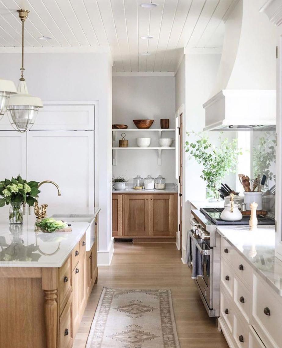 I Love White Kitchens But When It S Mixed With Gorgeous Warm Natural Woods It Really Takes It Up A No Home Decor Kitchen Interior Design Kitchen Kitchen Trends