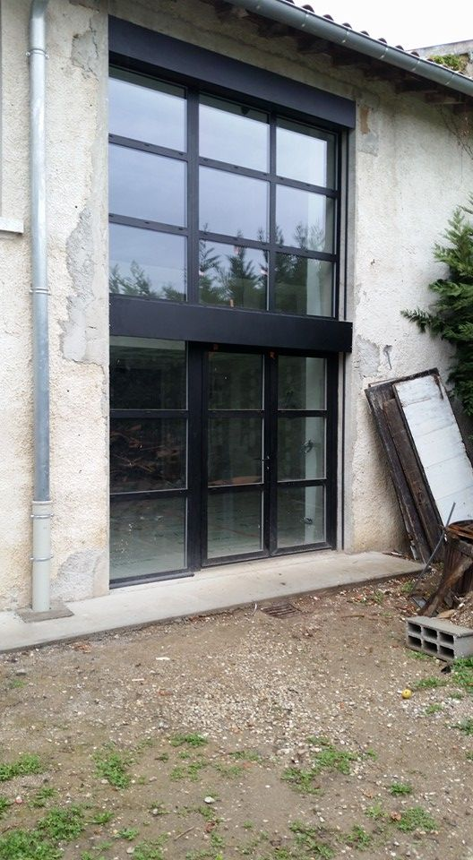 Atelier D Artiste Pose D Une Baie Vitree Alu Porte De Garage En Verre Maison En Pierre Architecture