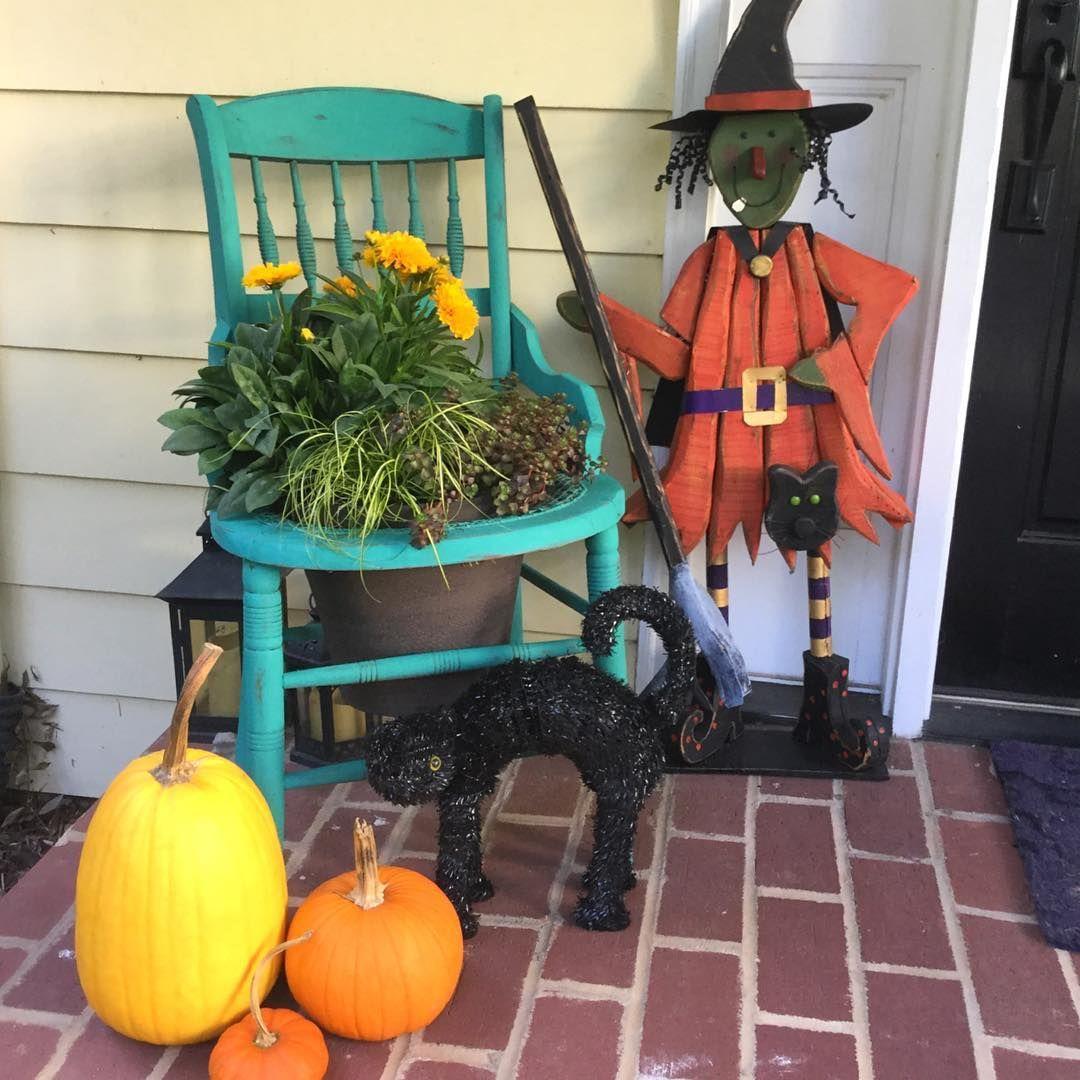 85+ Ghoulish And Astounding Halloween Yard Décor Ideas