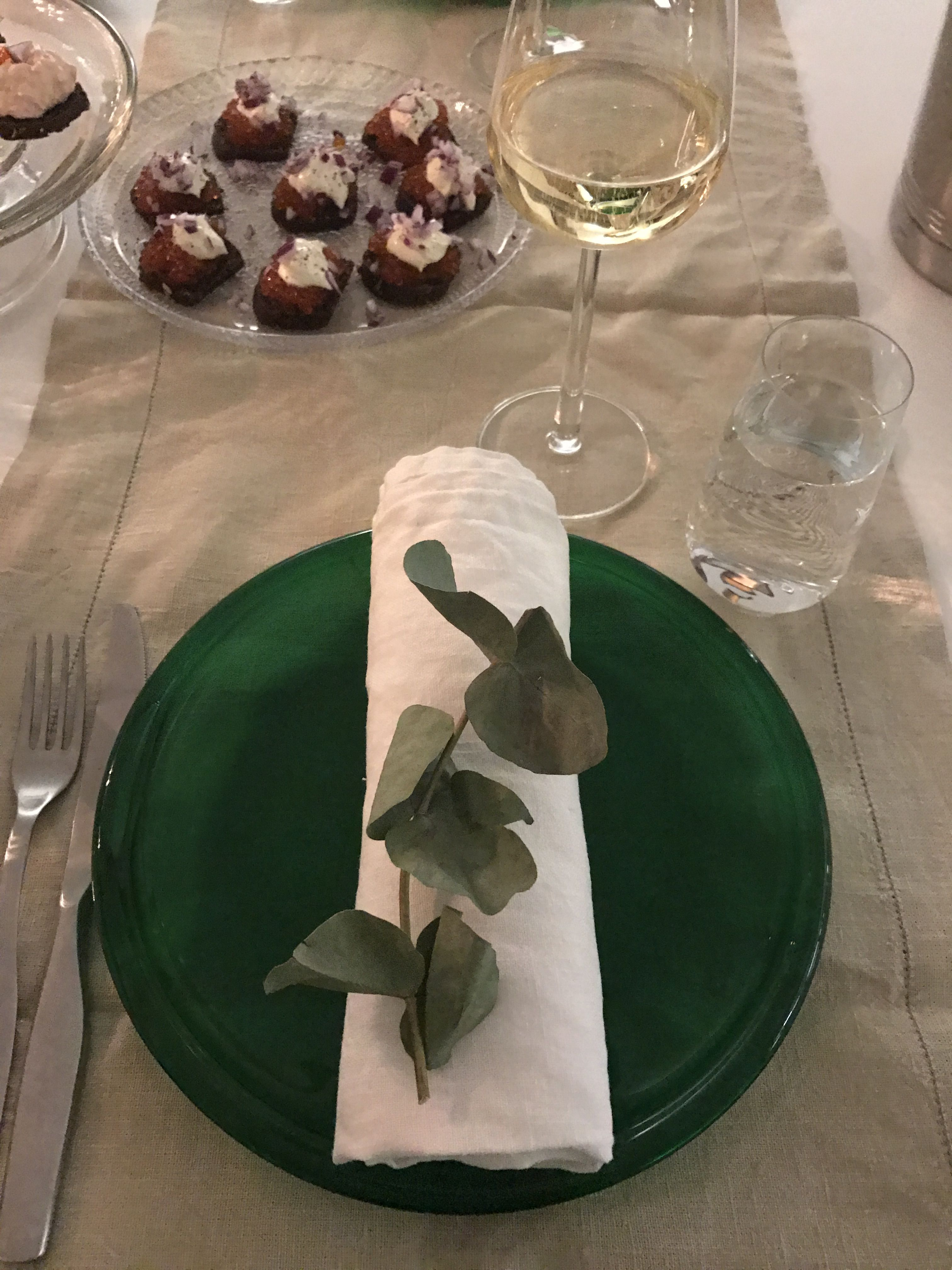 Mätileivät ja shampanja ❤️ #mätileipä #champagne #kattaus #joulu #eucalyptus