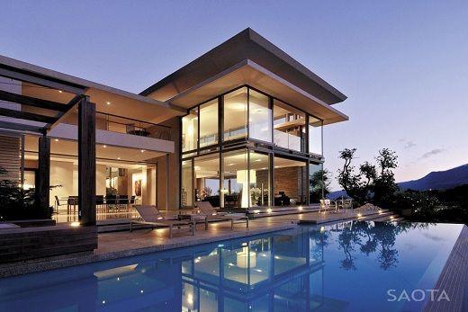Casa de lujo con piscina de saota saota arquitectura for Casas pintadas por dentro