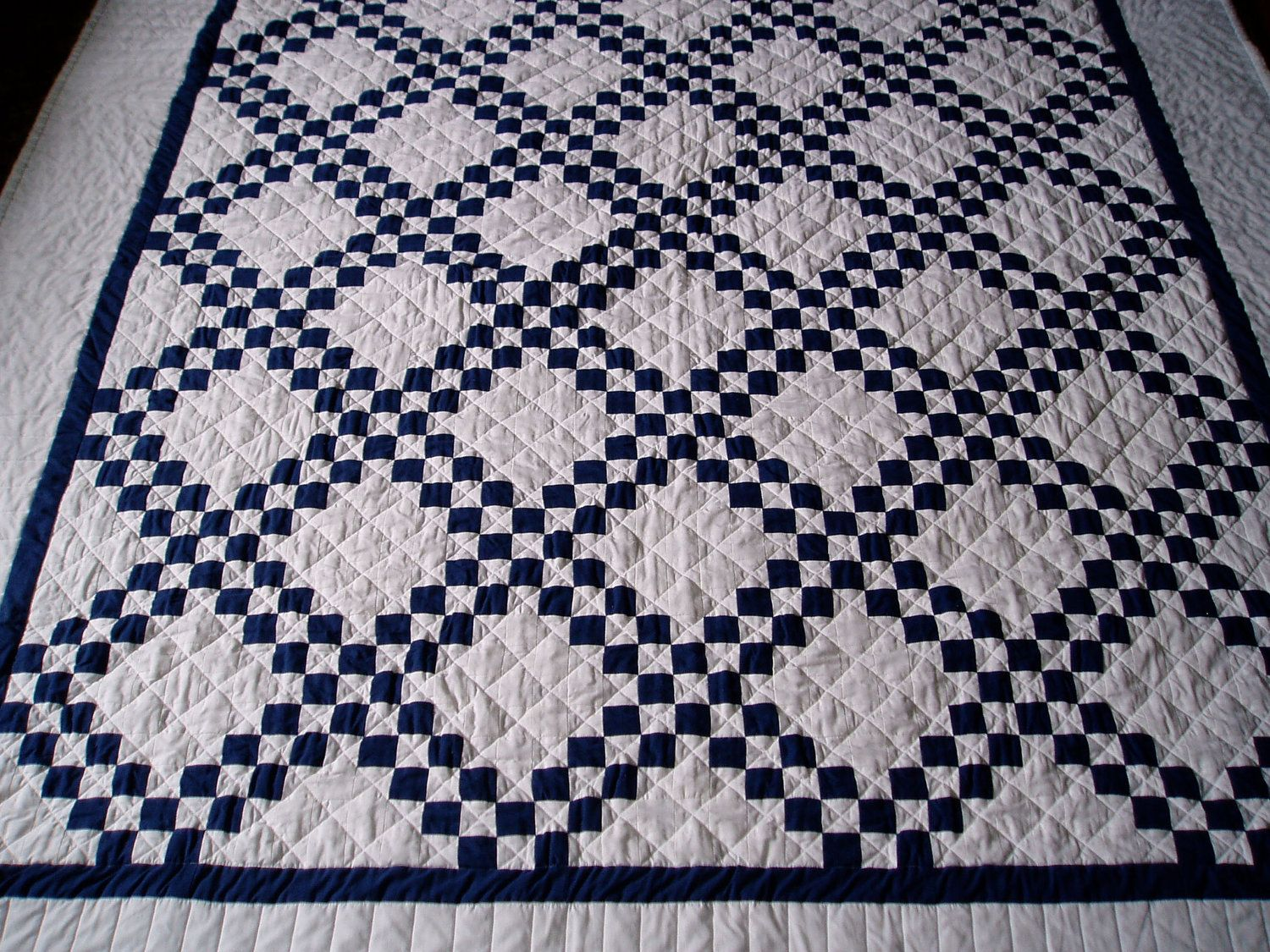 Navy Blue and White Quilt | Blue quilt patterns, Quilts, Irish
