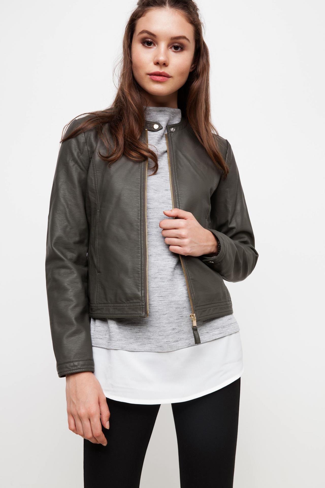 Defacto Marka Basic Suni Deri Ceket Trend Modeli Ile Sik Bir Tasarima Sahip Rahat Kalibi Ile Uzerinizde Fit Bir Gorunu Fashion Varsity Jacket Bomber Jacket