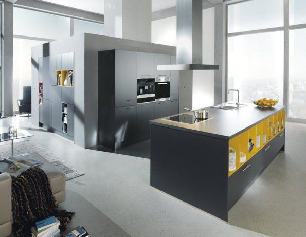 Moderne, offene Design-Küche mit Farbkontrast in lavaschwarz und - küche hochglanz oder matt