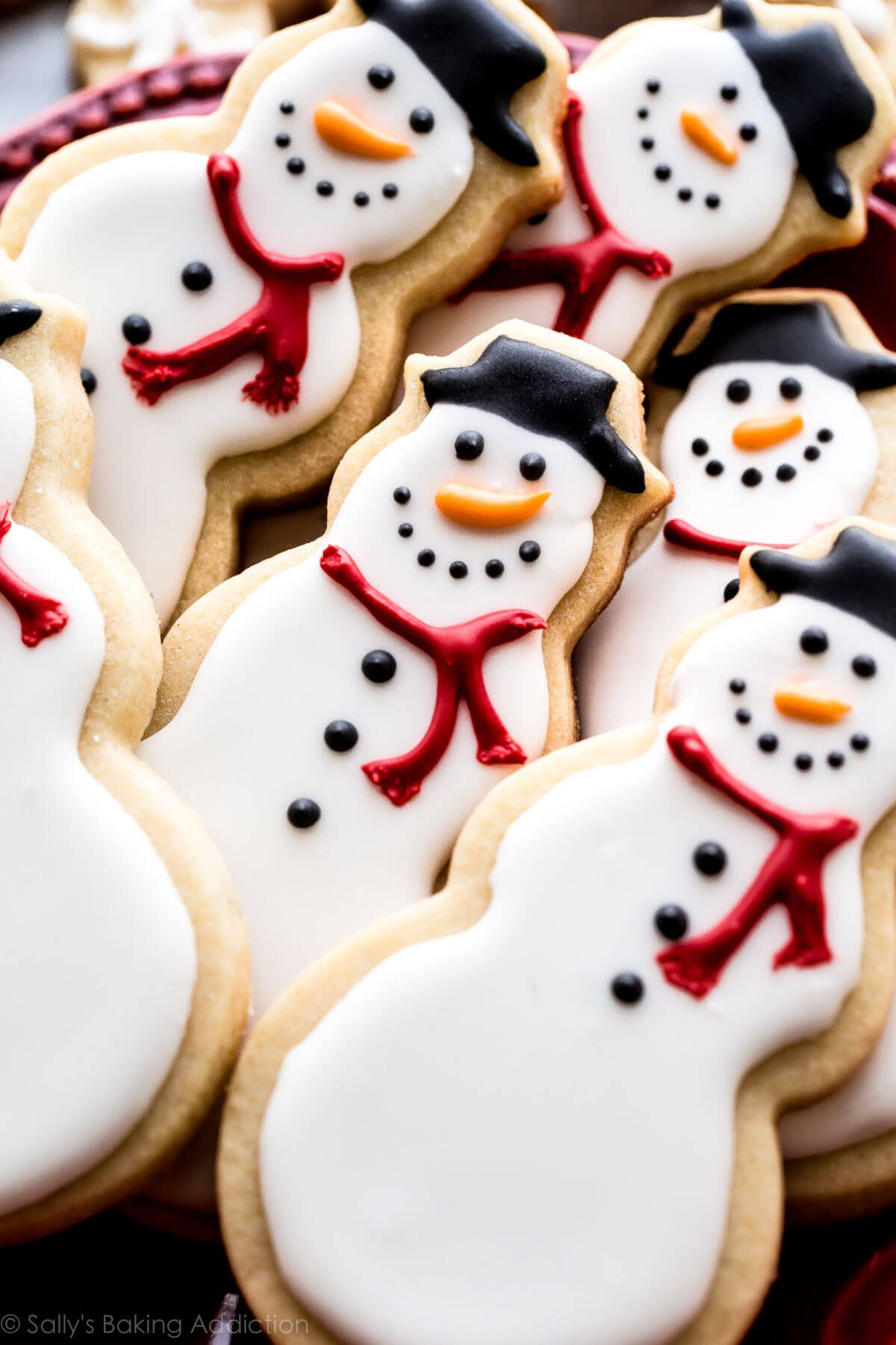 Learn how to make adorable snowman and snowflake sugar