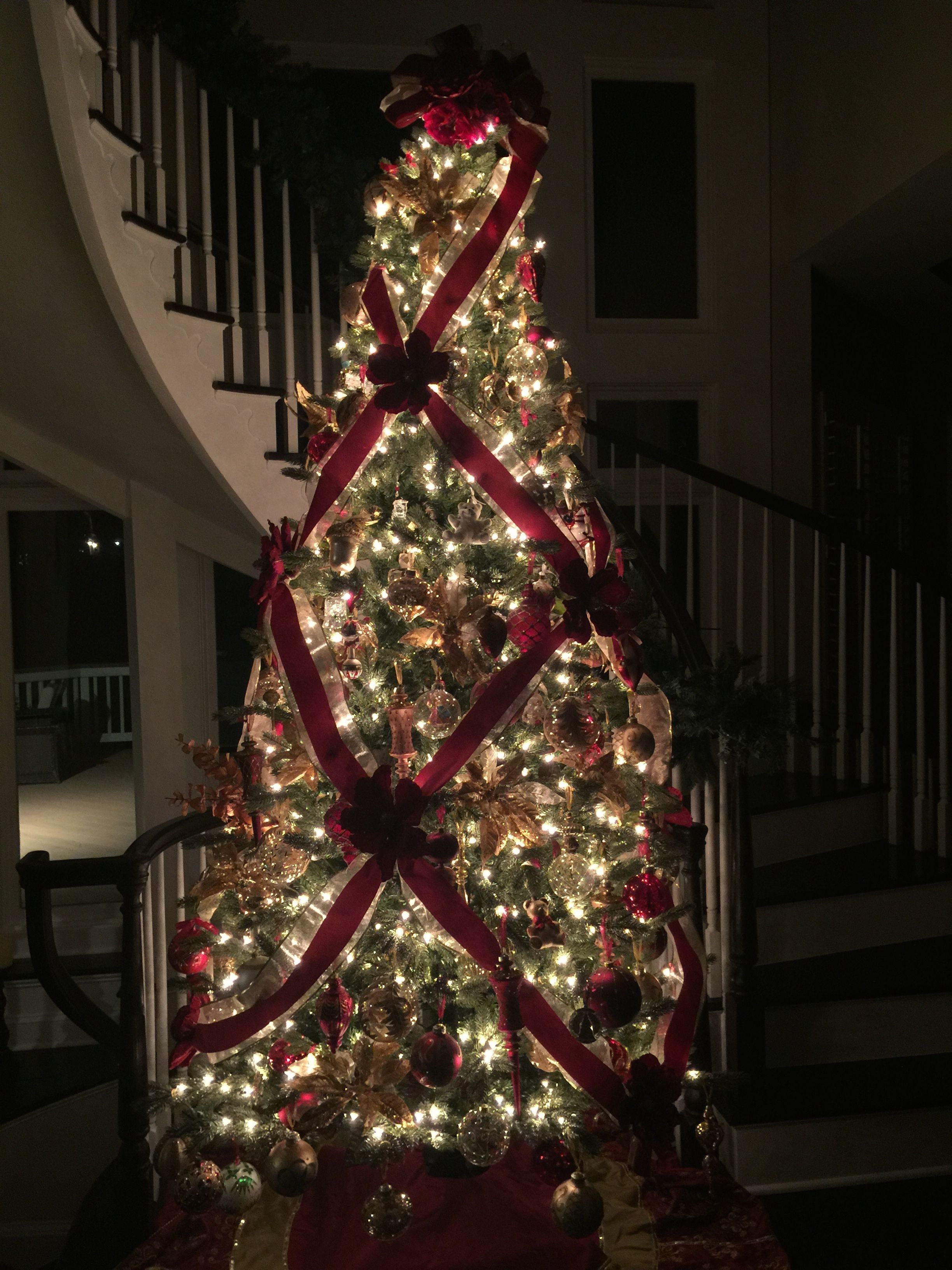 criss cross ribbon wrapping on 10 foot christmas tree - How To Decorate A 10 Foot Christmas Tree