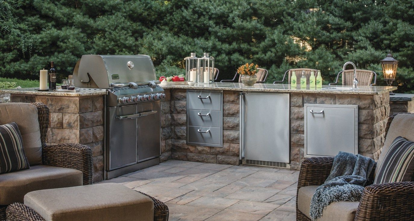 Find Out What S Cooking In The Latest Outdoor Kitchen Design Trends Outdoor Kitchen Design Big Green Egg Outdoor Kitchen Outdoor Furniture Sets