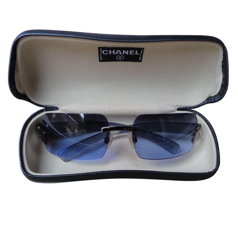 Chanel, Gafas con montura de acero y lente de color azul, en muy ...