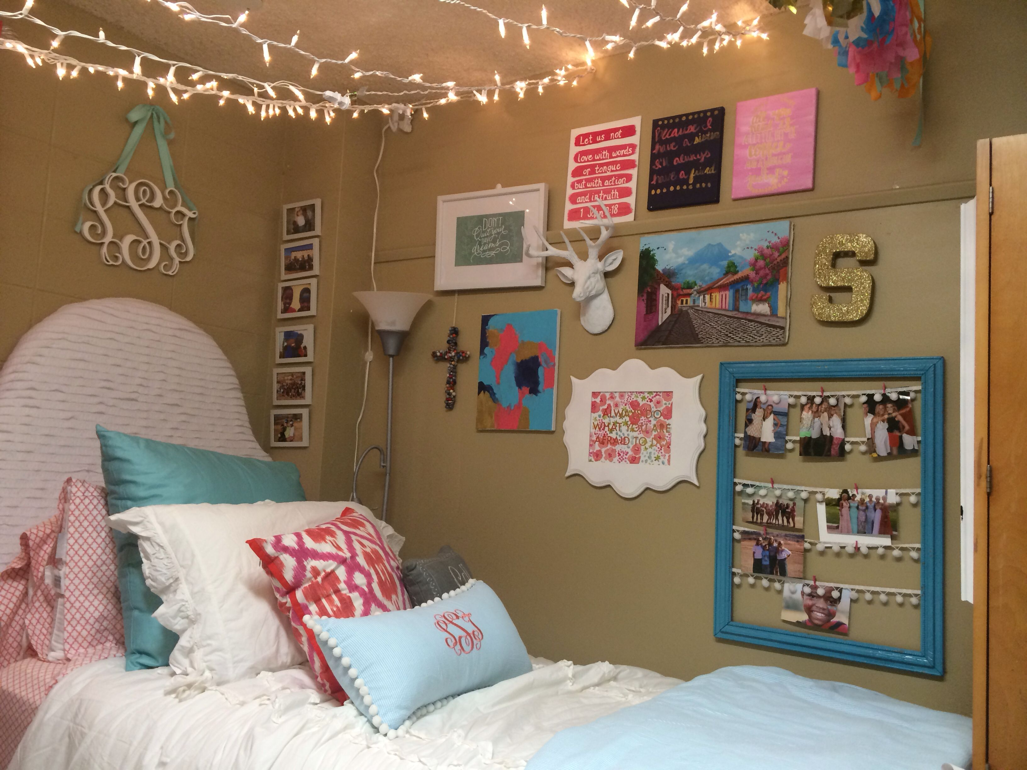 crosby dorm ole miss love the gallery wall and lights dorm ideas dorm dorm room dorm. Black Bedroom Furniture Sets. Home Design Ideas