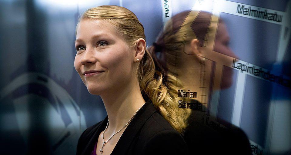 Tämä nainen aikoo vapauttaa meidät yksityisautojen ikeestä – ja Helsingissä se on jo alkanut  -Liikenneinsinööri Sonja Heikkilä.