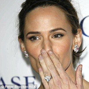 Jennifer Garneru0027s Ring Design Holds A 4.5 Carat Diamond