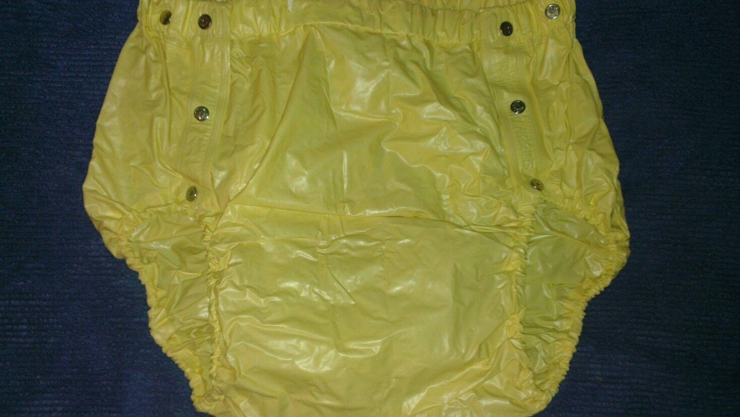 ich f hle diese gelbe gummihose ist ganz schmiegsame sehr. Black Bedroom Furniture Sets. Home Design Ideas