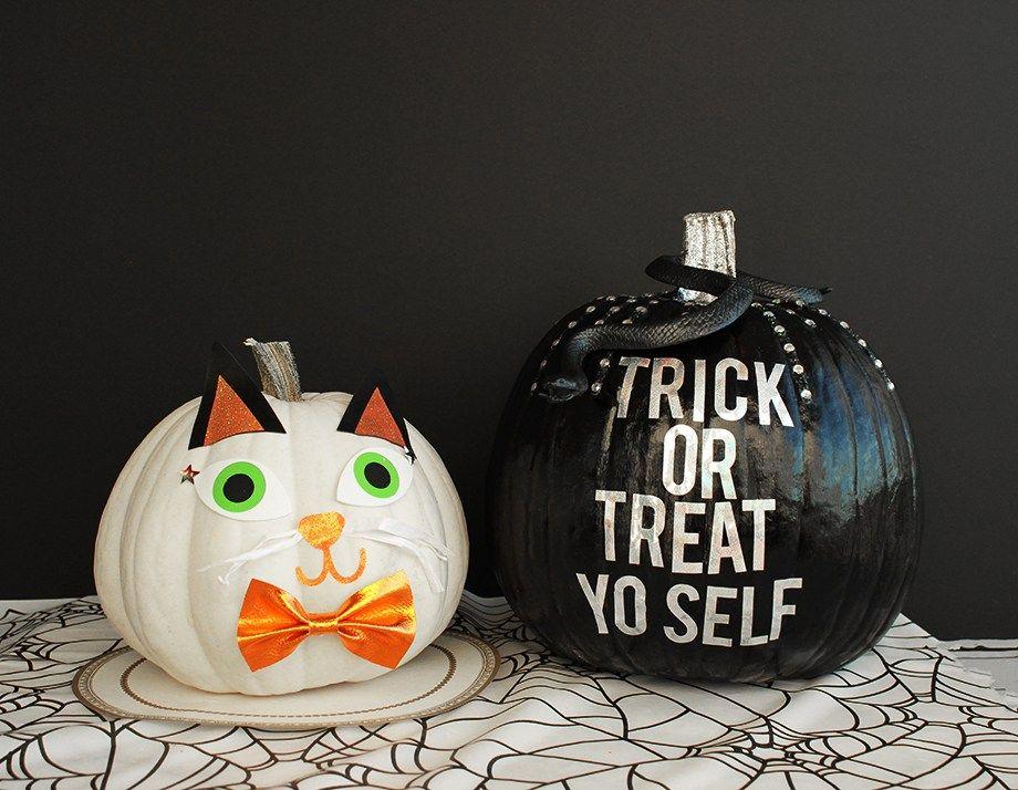 A Sparkly Halloween Pumpkin DIY Pumpkin painting - halloween pumpkin painting ideas