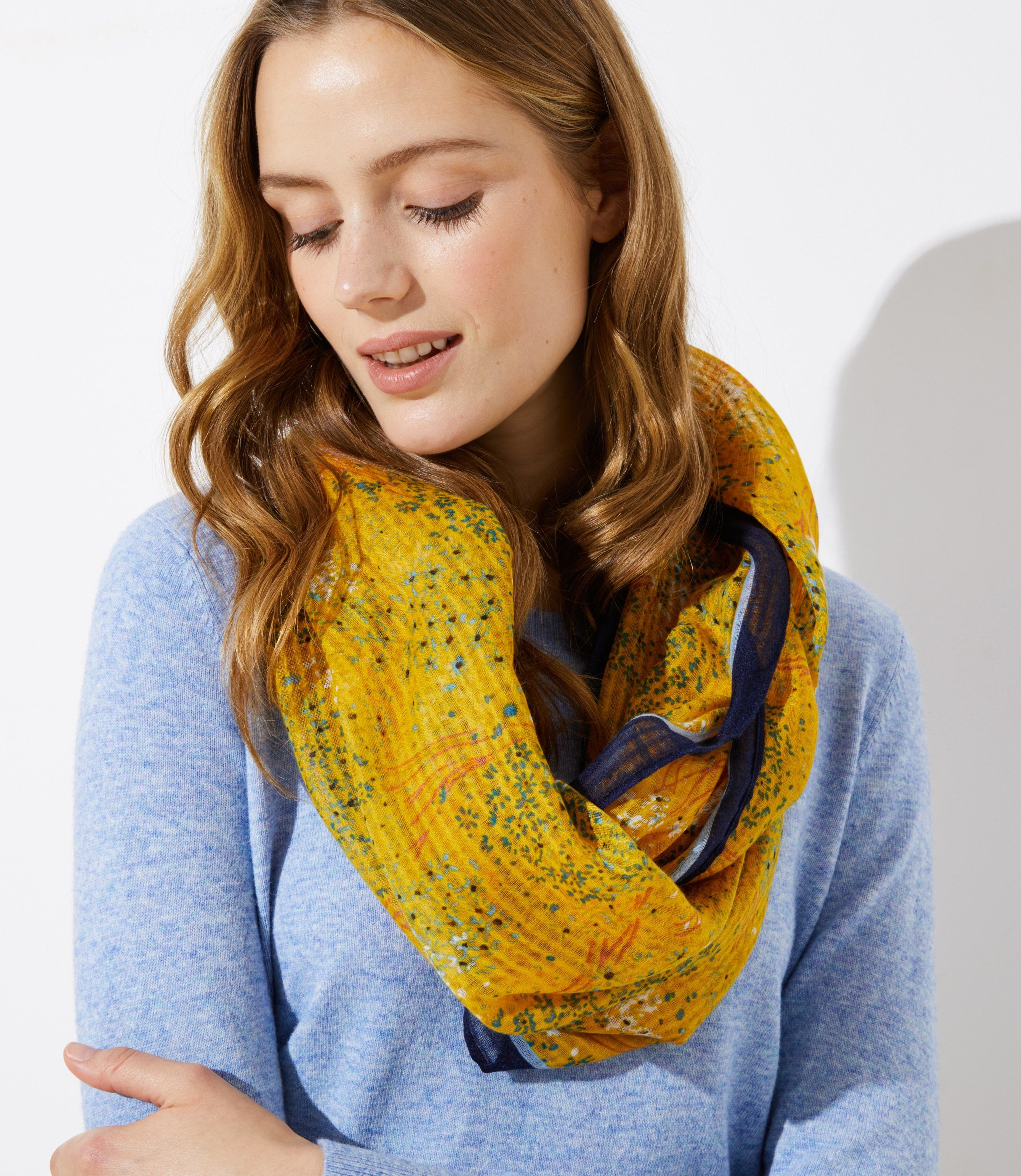 how to wear an infinity scarf video
