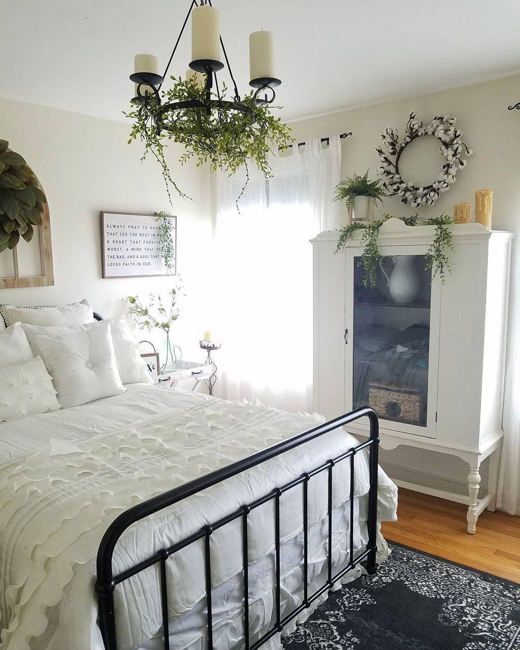 Cozy Farmhouse Master Bedroom Decorating Ideas (14