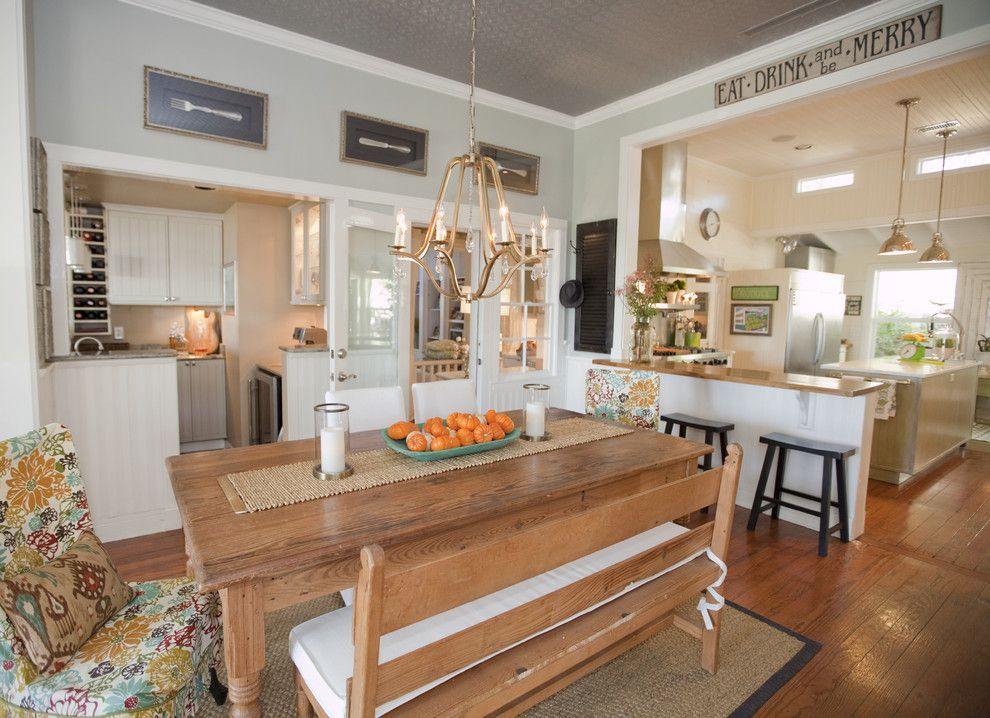 Traditional Farmhouse Decorating