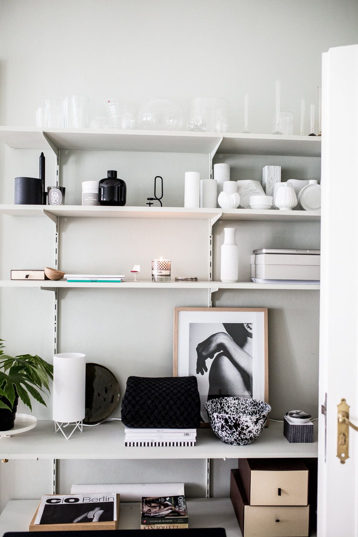 Shelf Decoration Bucherregal Regal Dekorieren Styling Grau Vasen