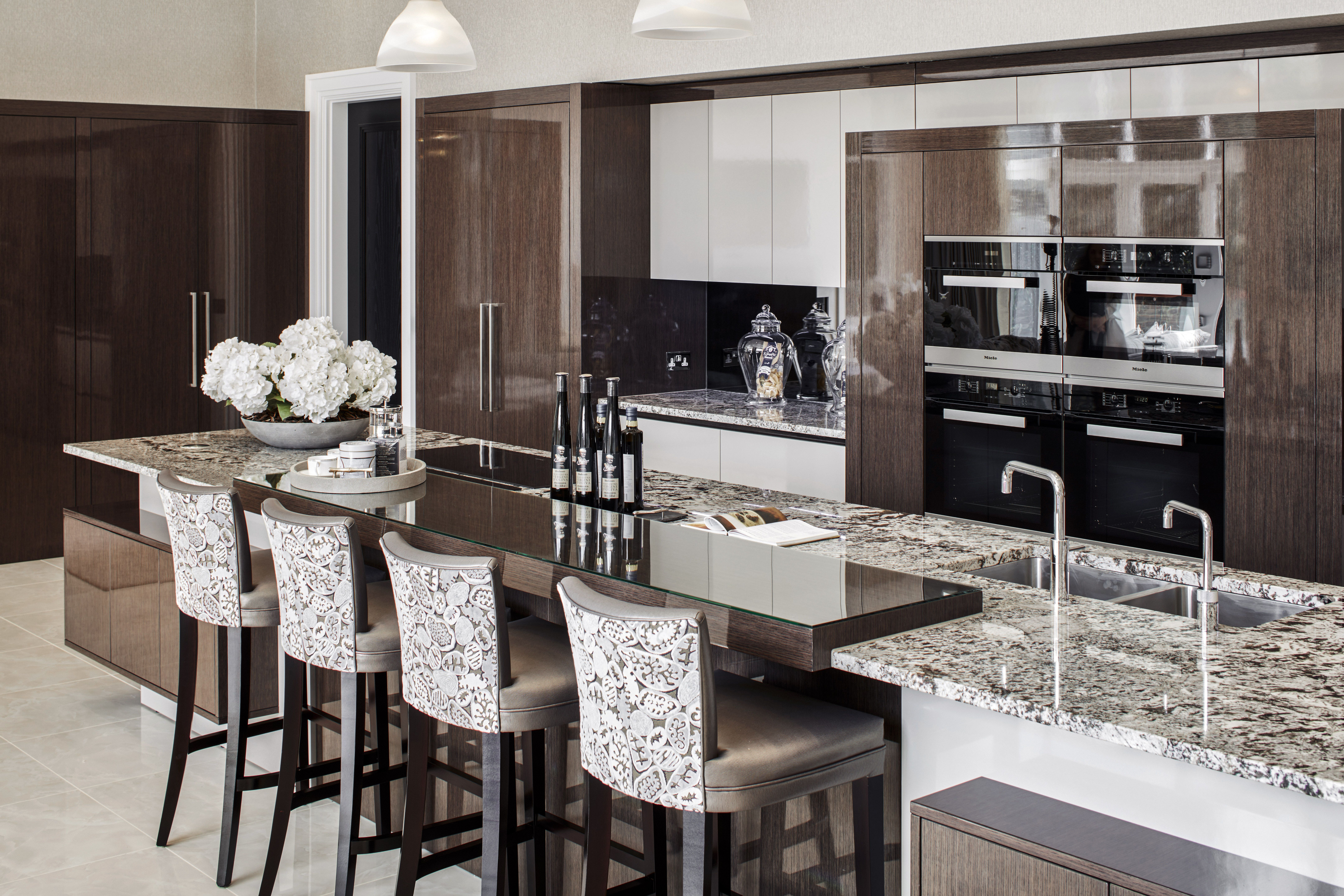 Extreme High Gloss Luxury Kitchen Bar Seating Intersecting Shapes And Forms Interplay With Each Other In A Bold Yet Elegant Contemporary Design For