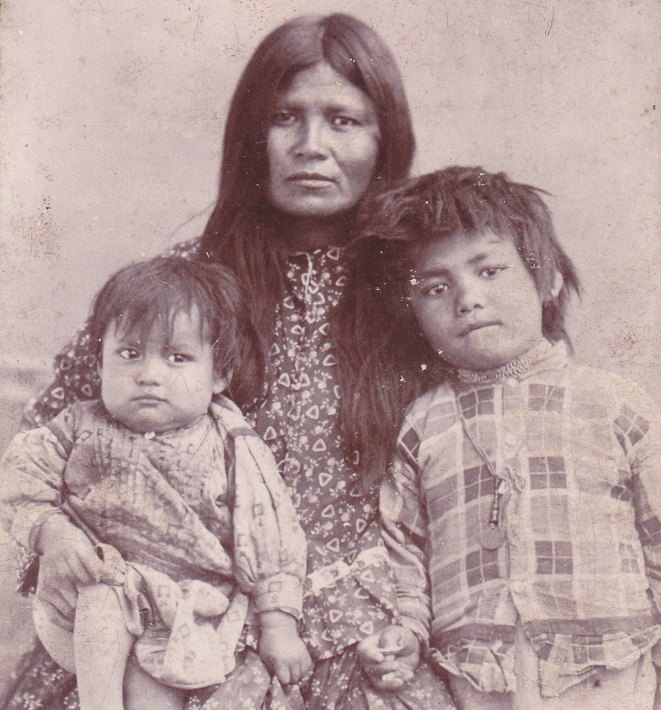 wife of geronimo two children, 1880s, native american apache