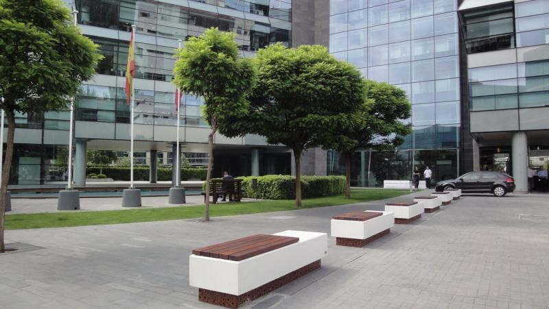Urban by amop mobiliario urbano elementos urbanos - Mobiliario urbano madrid ...