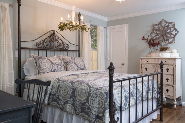 As Seen On Hgtv 39 S Fixer Upper Hgtv Shows Experts Pinterest Bedrooms Hgtv And Magnolia