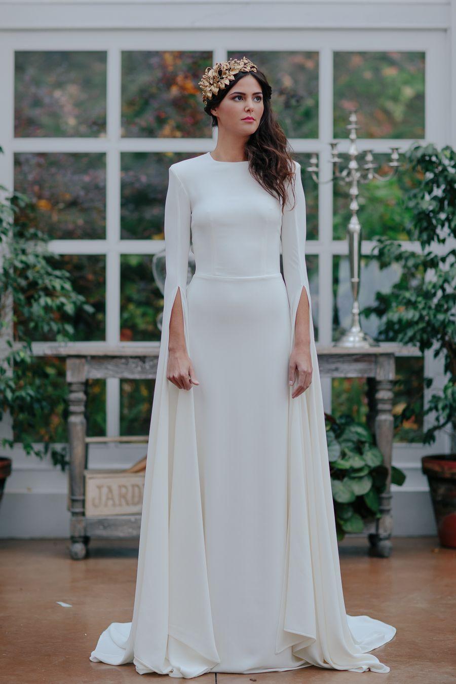 Precioso y sencillo vestido de novia con mangas extralargas ...