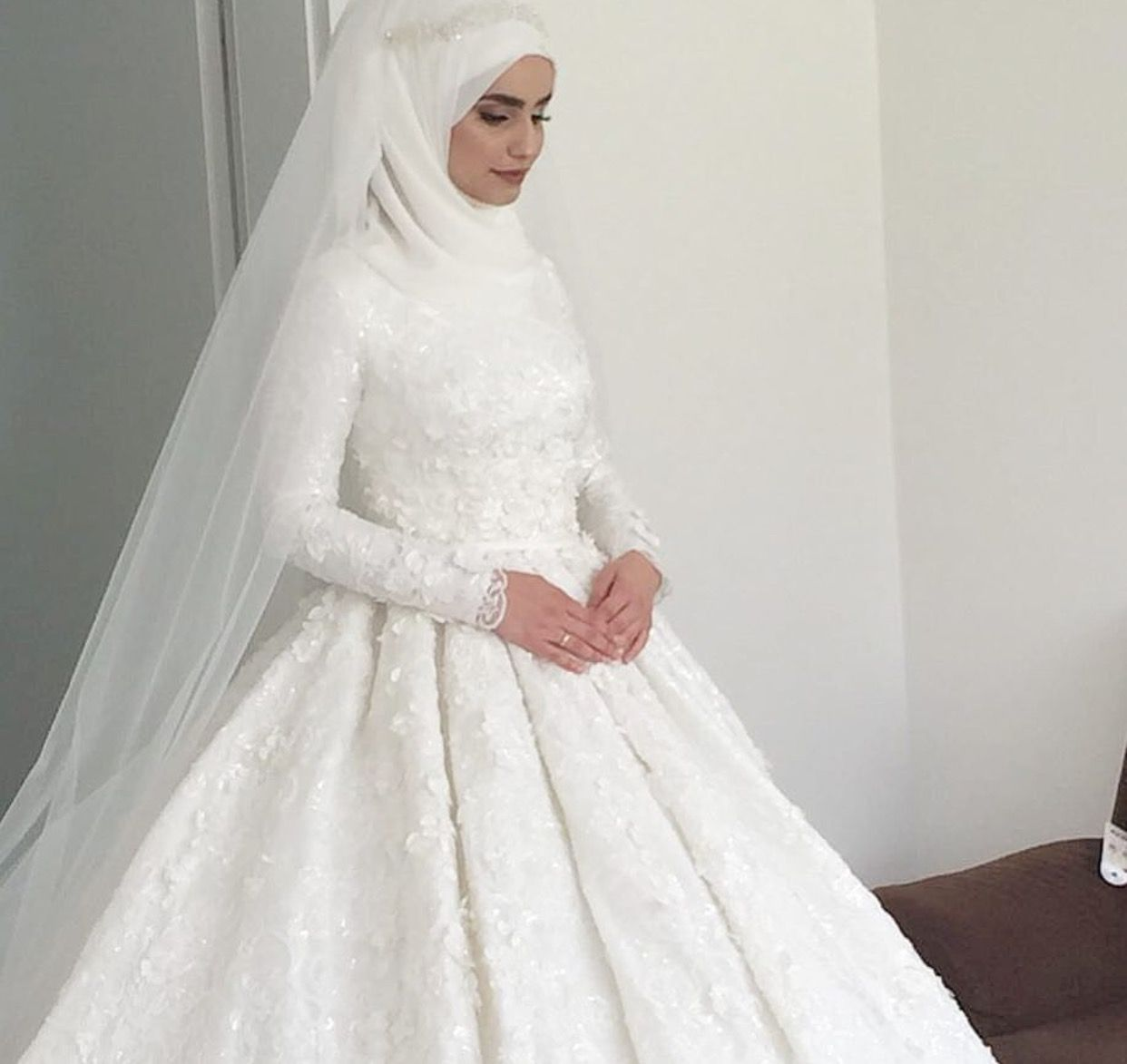 Pinterest @adarkurdish  Stylish wedding dresses, Muslim wedding