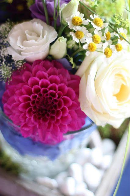 Bunte Wiesenblumen Tischdeko Heiraten In Bayern Hochzeit In Den