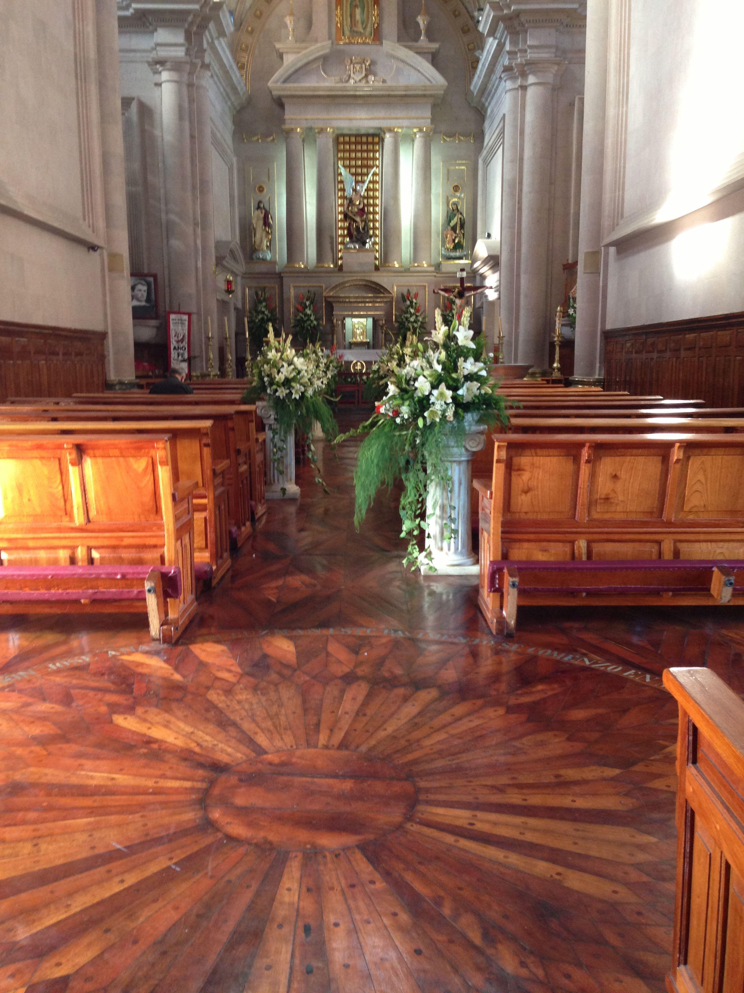 Piso de madera! Iglesia de San Miguel el Alto