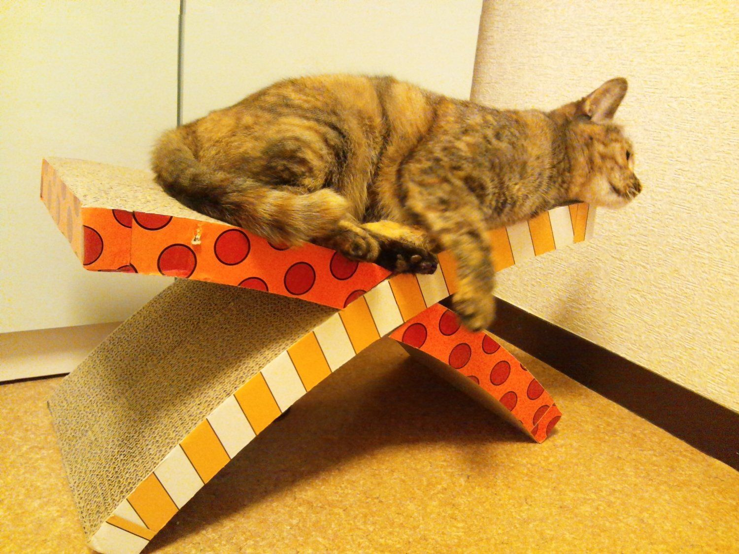 petstages soothing cat easy life hammock and scratcher   offers the luxury of a restful hammock petstages soothing cat easy life hammock and scratcher   offers      rh   pinterest