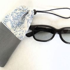 Étui à lunettes gris et fleurs bleues, étui téléphone, étui à lunettes  sport, 0a601ef6e29f